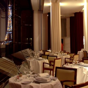 Restaurant with a view of Eiffel Tower